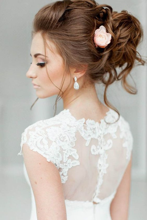 5 Eye Catching Wedding Hairstyles With Veil For Brides